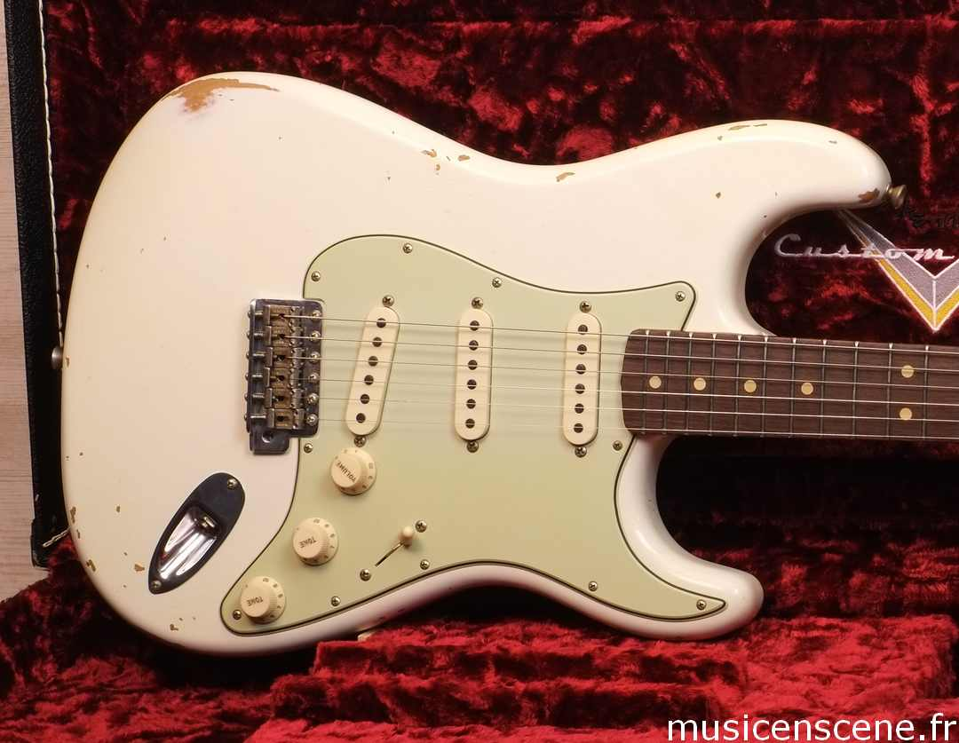 FENDER CS '64 Strat Relic Aged Olympic White Vendue
