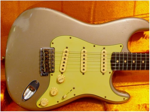 FENDER CS Relic 1960 Strat Shoreline Gold (VENDUE)